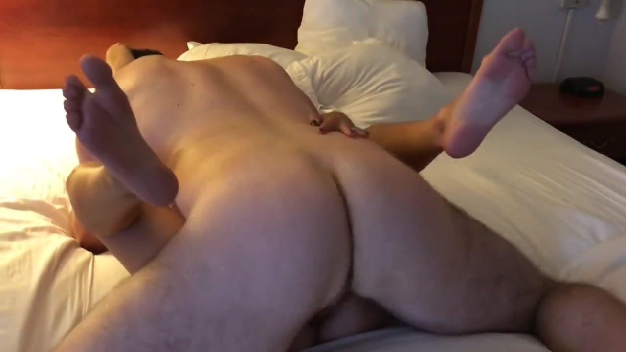Шикарный любительский хардкор с молодой блудницей раздвинувшей ноги