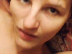 Ловелас дрочит член и кончает на лицо зрелой рыжей любовницы