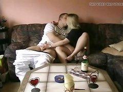 Зрелая блондинка перед домашней скрытой камерой трахнулась после куни