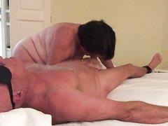Любительское женское доминирование с грудастой зрелой толстухой
