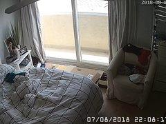 Скрытая камера снимает домашнюю мастурбацию зрелой развратницы