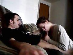 Опытная и молодая шлюха строчит домашний минет с окончанием в рот
