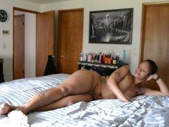 Татуированная зрелая негритянка отдалась любовнику перед скрытой камерой