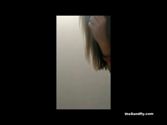 Домашний стриптиз и мастурбация зрелой блондинки перед вебкамерой