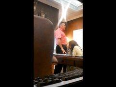 Зрелая толстуха пере скрытой камерой делает минет любовнику в офисе