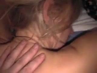 Молодой ухажёр кончил на лицо зрелой любовницы и вставил член в рот