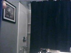 Шикарная блондинка в ванной разделась перед домашней скрытой камерой
