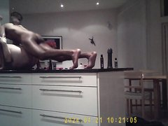Негр перед домашней скрытой камерой жёстко трахнул зрелую блондинку