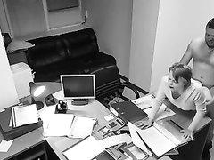 Зрелая дама на работе трахнулась с любовником перед скрытой камерой