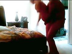 Подглядывание за зрелой дамой трахающейся с ухажёром после куни