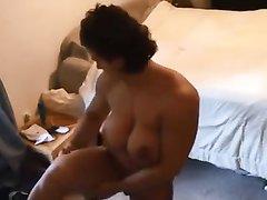 Реальная домашняя мастурбация мускулистой дамы перед скрытой камерой