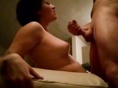 Зрелая дама трахается и делает любительский минет с окончанием на бюст
