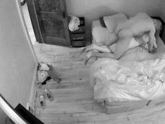 Скрытая камера снимает любительский секс втроём с двумя лесбиянками