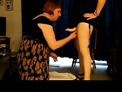 Ловелас с членом наперевес трахнул в рот толстую женщину, предложившую домашний минет