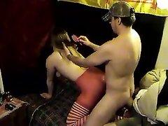 Озабоченная домохозяйка встаёт на карачки, а любовник лижет её попу вдоль и поперёк перед проникновением