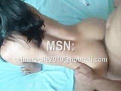 Шикарная брюнетка любит грубый секс и стоя на карачках получает его сполна в разные щели