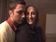 Супружеская пара предложила уважаемому гостю секс втроём и дамочка постаралась ублажить обоих партнёров