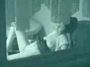 Молодой чувак подглядывает через окно за мастурбацией одинокой соседки, задравшей юбку и пальчиками массирующую клитор