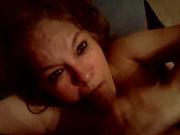 Зрелая домохозяйка добралась до пениса своего квартиранта и не может насытиться оральным сексом