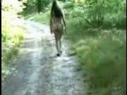Брюнетка голой бродит по дороге, далее видим девушку в чулках, которая перед прохожими раздвигает плащ, показывая тело