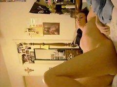 Красивая домохозяйка под взором вебкамеры онлайн дрочит мокрую киску и трогает упругие сиськи