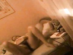 Молодая студентка обожает домашнюю мастурбацию перед незнакомыми зрителями по вебкамере