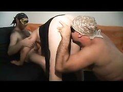 Итальянский секс втроём с масками на глазах, двое плебеев дружно трахают зрелую патрицию