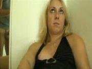 Толстая блондинка попросила одинокого поклонника прийти в гости и отдалась ему во все дырки бесплатно, был даже анал