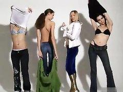 Эротический квартет молодых моделей, которые на кастинге разделись, смотреть на четырёх голых красоток невероятно круто