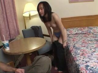 Ебет в гостинице шлюху