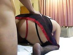 Жирная француженка долго не слезала с пениса, а устав встала в коленно-локтевое положение для домашнего секса