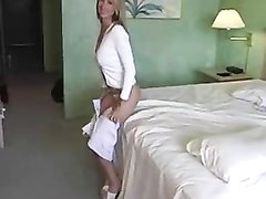 Домашний секс влюблённых супругов начинается с 69 позы, приятно лизать сочную киску красивой блондинки после душа