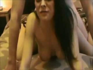 Домашняя мастурбация француженки с приходом мужа сменилась минетом, она и в киску хочет принять, стоя на карачках