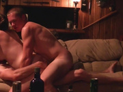 Русский секс втроём с двойным проникновением на даче парни ритмично входят под динамичную мелодию