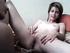 Французские лесбиянки шалят для парня по вебкамере, они показывают попки и киски и нежно ласкаются