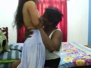 К негру пришла в гости для домашнего секса индийская любовница и он крайне нежно поимел красивую брюнетку