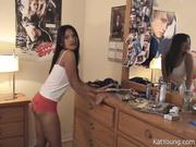 Филиппинка по вебкамере танцует с раздеванием для приятеля, он снимает домашнее видео, любуясь её упругой попкой