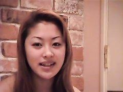 Очаровательная японка дрочит клитор секс игрушкой и сосёт член, заросшая киска у неё пушисто-волосатая