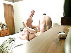 Скрытая камера снимает секс втроём в супружеской постели, жена изменяет мужу с его друзьями