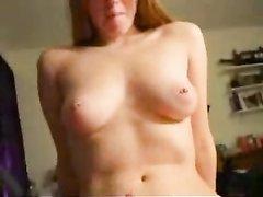 Любительское видео с оральным сексом от заботливой жены, садящейся на член только после минета