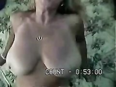Домашний секс со зрелой и грудастой женой коллеги, которая рада отдаться в волосатую киску