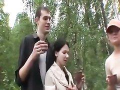 Групповой секс русских студентов на природе насыщен, есть анал и минет, а также обмен партнёрами