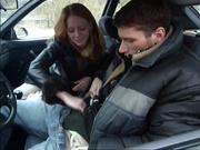 Попутчица отсосала водителю и он пригласил её к себе для домашнего секса на чёрном кожаном диване