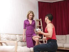 Предложил зрелой любовнице снять домашнее видео, сцена началась с куни и минета, это помогло энергичному проникновению