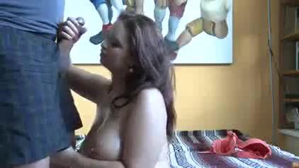 Упитанная жена долго ждала домашнего секса с толстым супругом и после минета уселась попой на его лицо