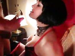 Гламурная госпожа не представляет себе секс без БДСМ и женского доминирования