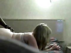 Толстая блондинка обожает домашнее порно с негром, только он может её удовлетворить