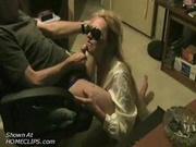У гламурной блондинки заканчиваются деньги и она пополняет счёт делая бесплатно минет богатому знакомому