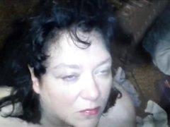 Для зрелой шотландки оральный секс завершился желанным глотанием спермы