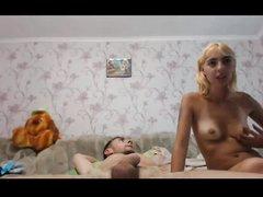 Анальный секс втроём на вебкамеру в постели с двумя развратными потаскухами